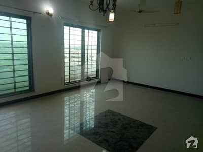 عسکری 10 - سیکٹر ایف عسکری 10 عسکری لاہور میں 3 کمروں کا 14 مرلہ فلیٹ 1.95 کروڑ میں برائے فروخت۔