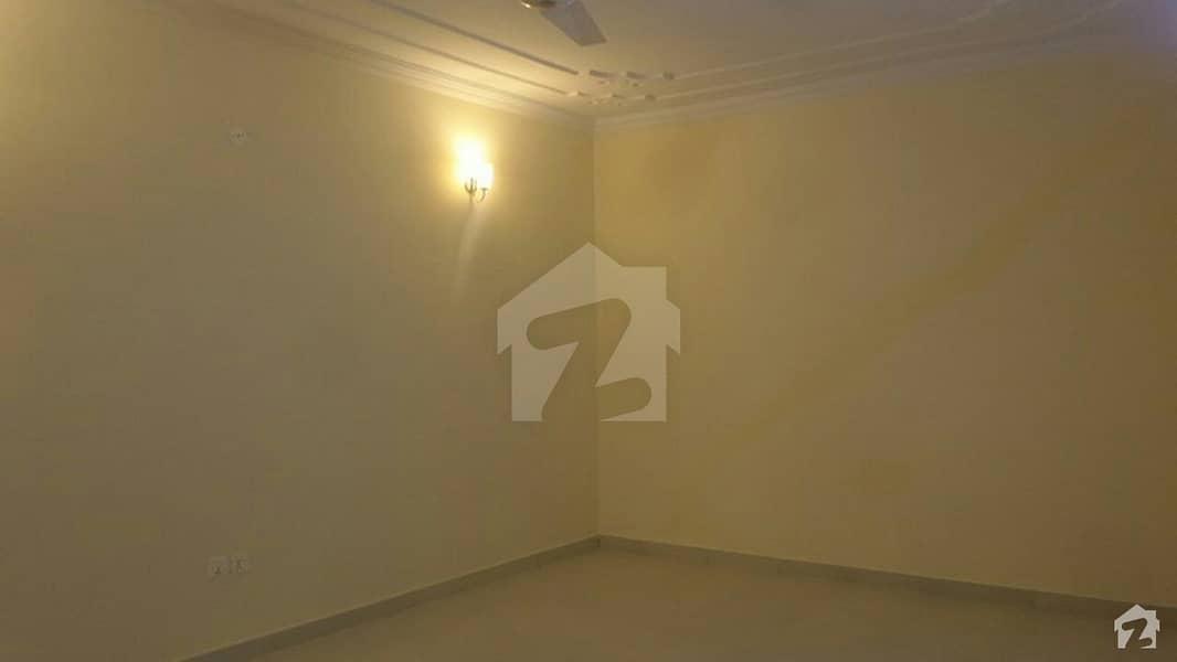 بحریہ ٹاؤن فیز 8 ۔ بلاک اے بحریہ ٹاؤن فیز 8 بحریہ ٹاؤن راولپنڈی راولپنڈی میں 6 کمروں کا 1 کنال مکان 4.05 کروڑ میں برائے فروخت۔