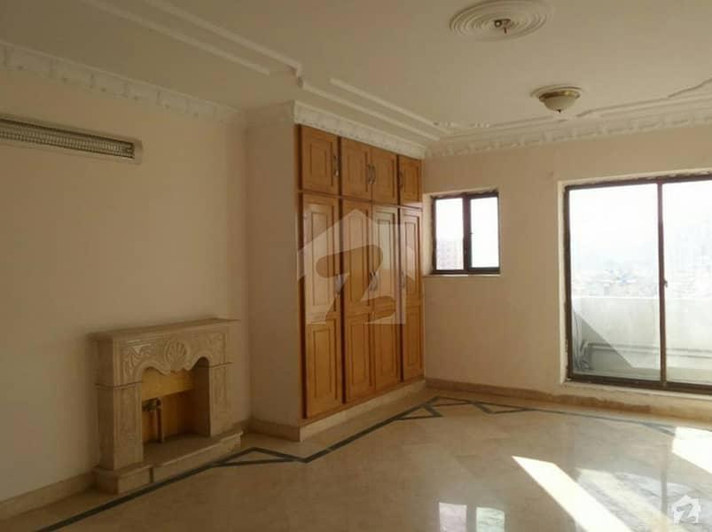 بحریہ ٹاؤن فیز 8 ۔ بلاک اے بحریہ ٹاؤن فیز 8 بحریہ ٹاؤن راولپنڈی راولپنڈی میں 6 کمروں کا 1 کنال مکان 4.3 کروڑ میں برائے فروخت۔