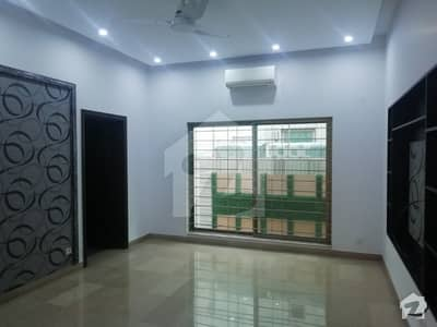 Luxuries Location 1 Kanal Bungalow For Rent Phase 4