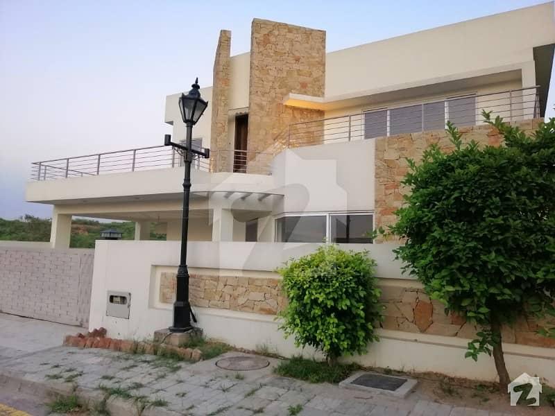 بحریہ ٹاؤن اسلام آباد میں 5 کمروں کا 1 کنال مکان 3.95 کروڑ میں برائے فروخت۔