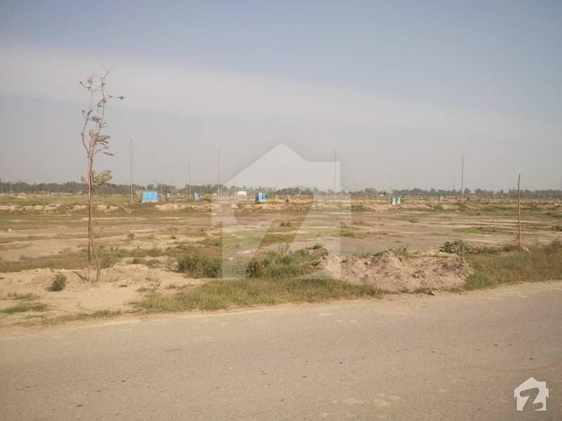 ڈی ایچ اے فیز 7 - بلاک یو فیز 7 ڈیفنس (ڈی ایچ اے) لاہور میں 1.05 کنال رہائشی پلاٹ 1.55 کروڑ میں برائے فروخت۔