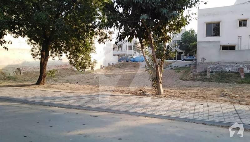 بحریہ ٹاؤن ٹیولپ بلاک بحریہ ٹاؤن سیکٹر سی بحریہ ٹاؤن لاہور میں 10 مرلہ رہائشی پلاٹ 96 لاکھ میں برائے فروخت۔