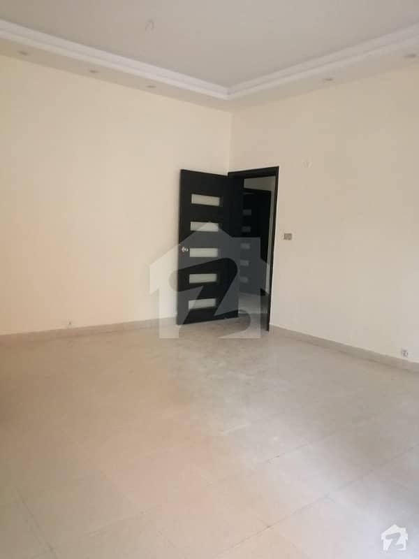 گلبرگ 5 گلبرگ لاہور میں 2 کمروں کا 1.3 کنال بالائی پورشن 85 ہزار میں کرایہ پر دستیاب ہے۔