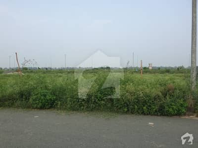 ڈی ایچ اے فیز 7 - بلاک یو فیز 7 ڈیفنس (ڈی ایچ اے) لاہور میں 1 کنال رہائشی پلاٹ 1.33 کروڑ میں برائے فروخت۔