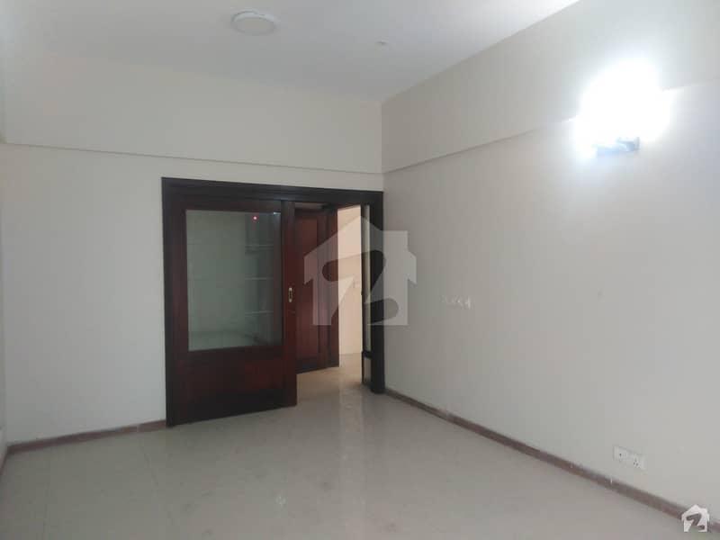 کلفٹن ۔ بلاک 9 کلفٹن کراچی میں 3 کمروں کا 9 مرلہ فلیٹ 3.5 کروڑ میں برائے فروخت۔