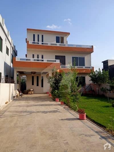 سوان گارڈن ۔ بلاک ڈی سوان گارڈن اسلام آباد میں 8 کمروں کا 1.1 کنال مکان 2.5 کروڑ میں برائے فروخت۔
