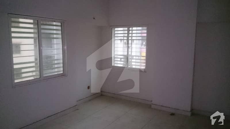 2 bed dd  3rd floor   900 sqrft   Lift  parking   parsi colony   soldier Bazar   garden east   garden west   Karachi