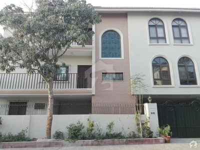 438 Square Yards Bungalow For Sale Block A