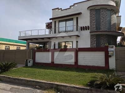 جی ۔ 10 اسلام آباد میں 9 کمروں کا 1 کنال مکان 2.3 لاکھ میں کرایہ پر دستیاب ہے۔