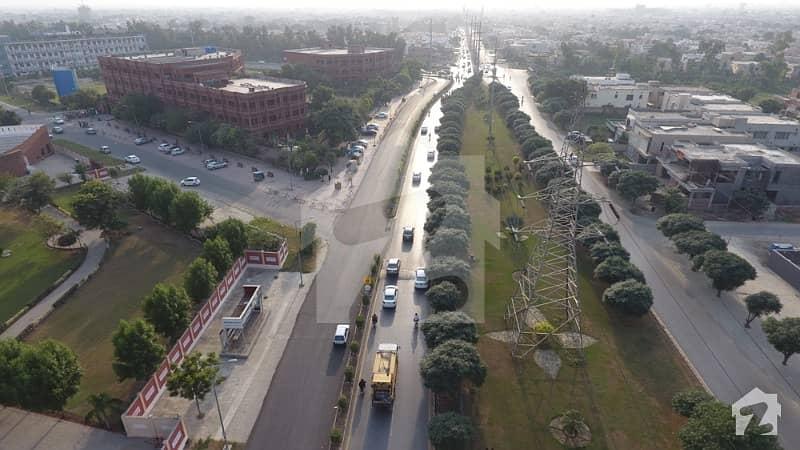 ڈی ایچ اے 9 ٹاؤن - بلاک ای ڈی ایچ اے 9 ٹاؤن ڈیفنس (ڈی ایچ اے) لاہور میں 4 مرلہ کمرشل پلاٹ 2.75 کروڑ میں برائے فروخت۔