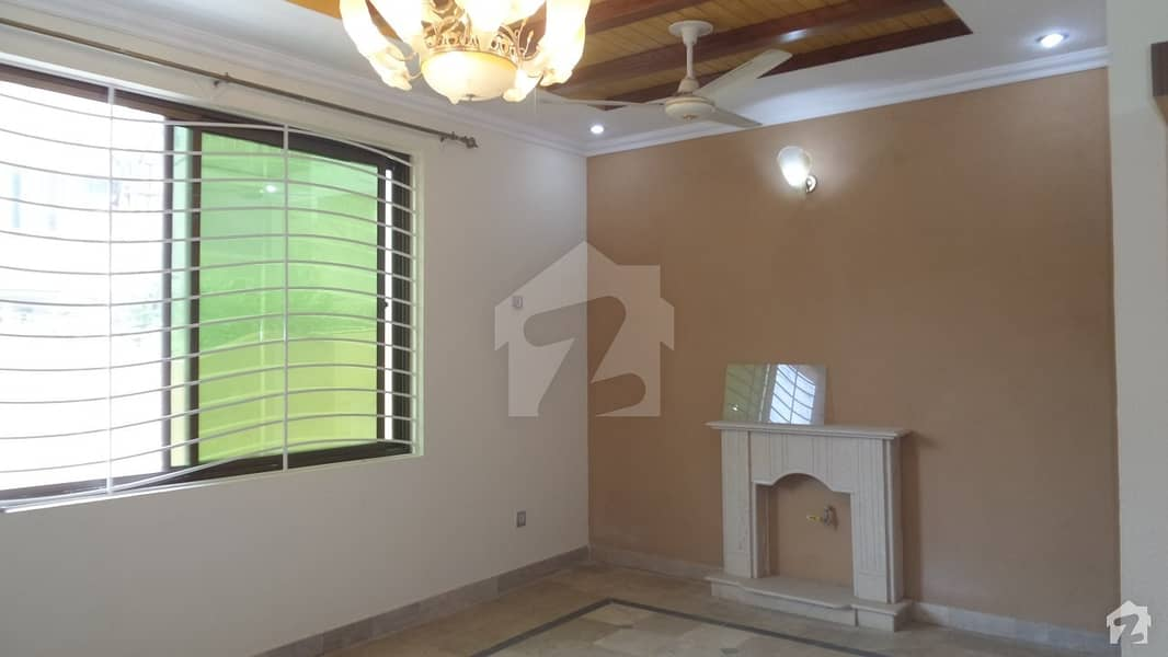 Single Storey Used House Available For Sale On Good Location