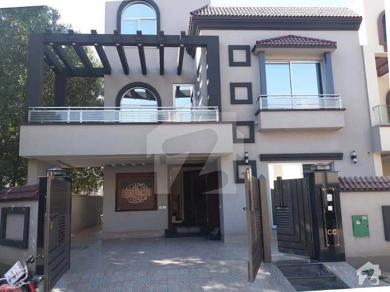 10 Marla Brand New Luxury House With Gas For Rent In Bahria Town Lahore
