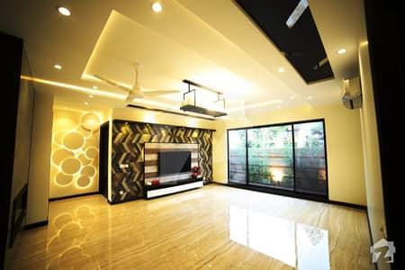 ڈی ایچ اے فیز 6 - بلاک سی فیز 6 ڈیفنس (ڈی ایچ اے) لاہور میں 5 کمروں کا 1 کنال مکان 1.6 لاکھ میں کرایہ پر دستیاب ہے۔