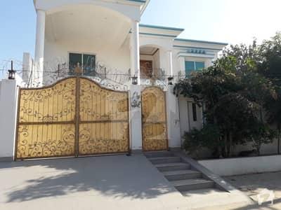الحمرا ٹاؤن کینال ایکسپریس فیصل آباد میں 6 کمروں کا 1 کنال مکان 3.5 لاکھ میں کرایہ پر دستیاب ہے۔