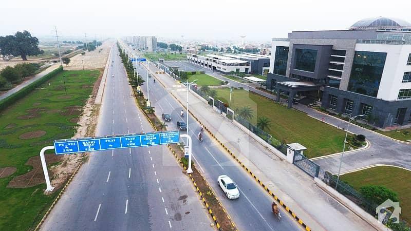 ڈی ایچ اے 9 ٹاؤن - بلاک ای ڈی ایچ اے 9 ٹاؤن ڈیفنس (ڈی ایچ اے) لاہور میں 4 مرلہ کمرشل پلاٹ 2.7 کروڑ میں برائے فروخت۔