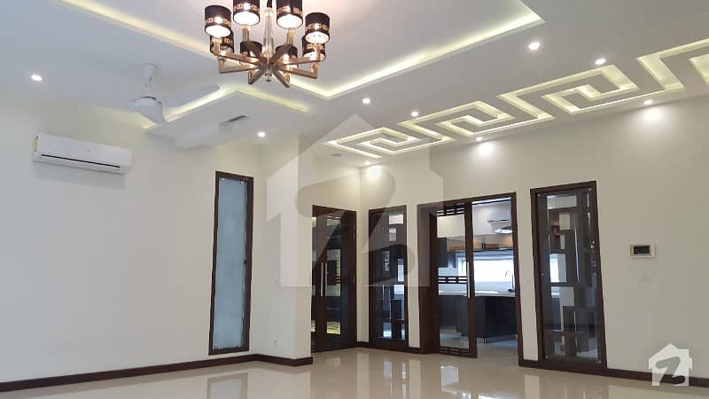 KANAL CLASSICAL BUNGALOW SOLID CONSTRUCTION IN DHA PHASE 6