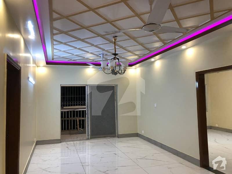 کلفٹن ۔ بلاک 8 کلفٹن کراچی میں 3 کمروں کا 7 مرلہ فلیٹ 3 کروڑ میں برائے فروخت۔