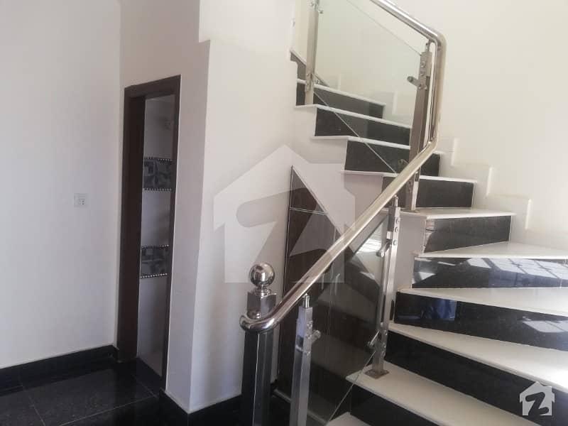 لیک سٹی ۔ سیکٹر ایم ۔ 5 لیک سٹی لاہور میں 5 کمروں کا 10 مرلہ مکان 2.1 کروڑ میں برائے فروخت۔