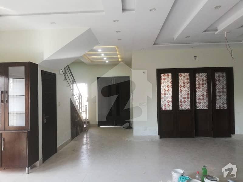 لیک سٹی ۔ سیکٹر ایم ۔ 2اے لیک سٹی لاہور میں 4 کمروں کا 10 مرلہ مکان 2.1 کروڑ میں برائے فروخت۔