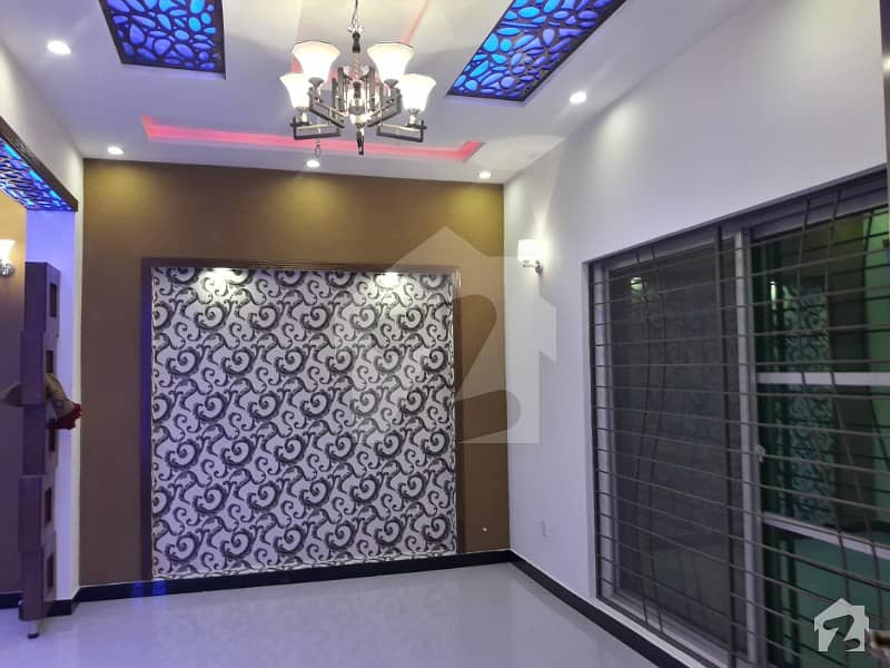 5 Marla Beautiful Good Location Well Constructed Upper Portion Is available  For Rent in Bahria Town Lahore