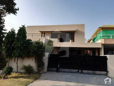 ڈی ایچ اے فیز 4 ڈیفنس (ڈی ایچ اے) لاہور میں 5 کمروں کا 1 کنال مکان 1.6 لاکھ میں کرایہ پر دستیاب ہے۔