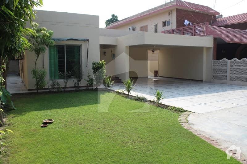 ڈی ایچ اے فیز 1 ڈیفنس (ڈی ایچ اے) لاہور میں 5 کمروں کا 1 کنال مکان 1.3 لاکھ میں کرایہ پر دستیاب ہے۔