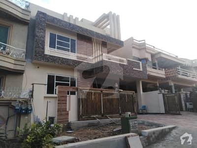 آئی ۔ 8/2 آئی ۔ 8 اسلام آباد میں 10 کمروں کا 14 مرلہ مکان 7 کروڑ میں برائے فروخت۔