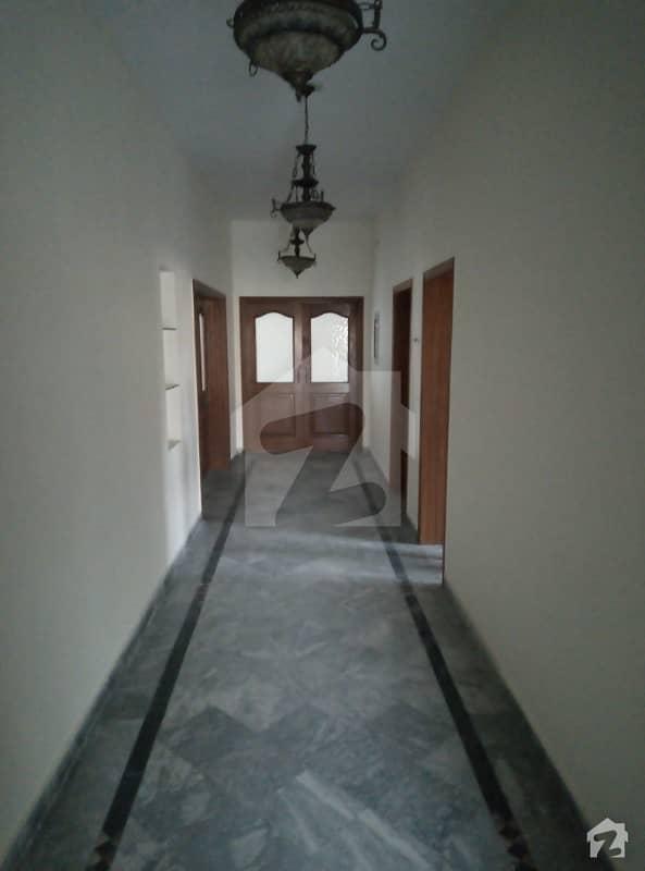 گلبرگ 3 گلبرگ لاہور میں 3 کمروں کا 1 کنال بالائی پورشن 95 ہزار میں کرایہ پر دستیاب ہے۔