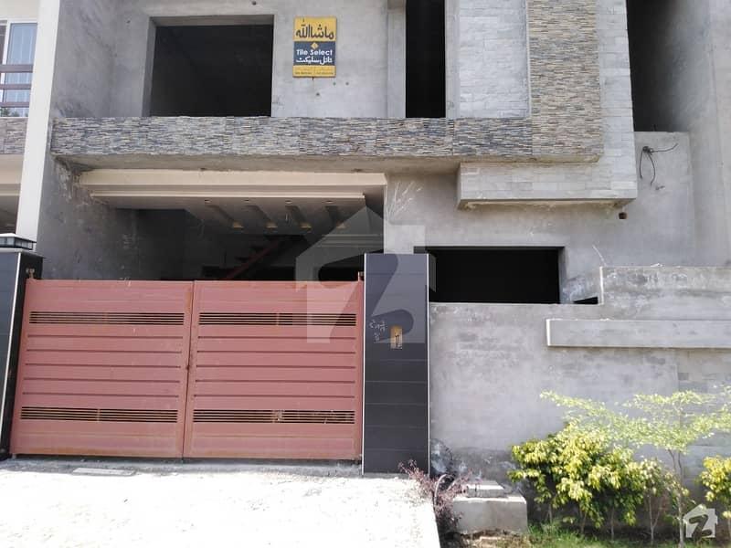 ایڈن آچرڈ فیصل آباد میں 5 مرلہ مکان 1.1 کروڑ میں برائے فروخت۔