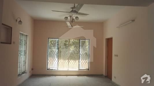4Bedroom Facing Park Good Location 10 Marla House in AskariIX For Sale