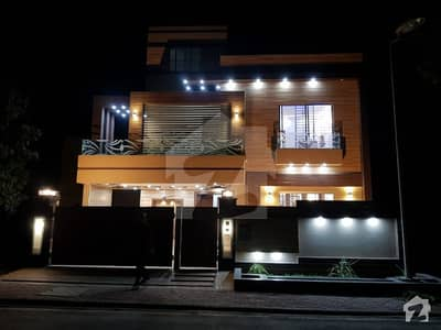 10 Marla Stunning Owner Built Luxurious House for Sale in Bahria Town