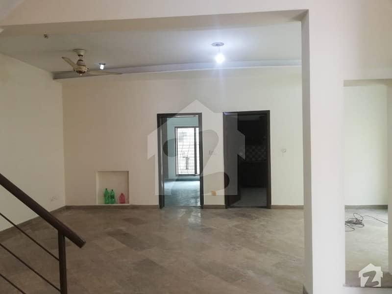 لیک سٹی ۔ سیکٹر ایم ۔ 1 لیک سٹی لاہور میں 4 کمروں کا 12 مرلہ مکان 55 ہزار میں کرایہ پر دستیاب ہے۔
