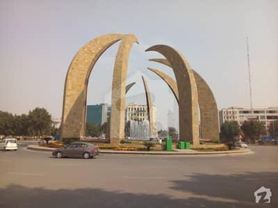 بحریہ ٹاؤن گلبہار بلاک بحریہ ٹاؤن سیکٹر سی بحریہ ٹاؤن لاہور میں 1 کنال رہائشی پلاٹ 1.9 کروڑ میں برائے فروخت۔