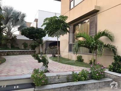 ڈی ایچ اے فیز 6 ڈی ایچ اے کراچی میں 8 کمروں کا 2 کنال مکان 18 کروڑ میں برائے فروخت۔