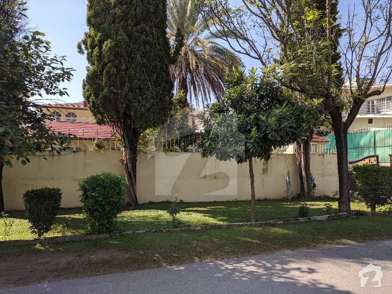 2 Kanal House For Sale In E-7 Good Location