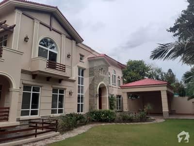 ایف ۔ 7 اسلام آباد میں 8 کمروں کا 2 کنال مکان 12 لاکھ میں کرایہ پر دستیاب ہے۔