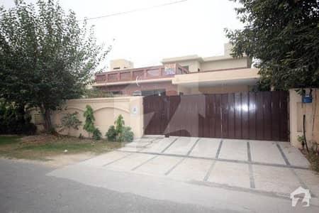 ڈی ایچ اے فیز 2 ڈیفنس (ڈی ایچ اے) لاہور میں 5 کمروں کا 1 کنال مکان 1.2 لاکھ میں کرایہ پر دستیاب ہے۔