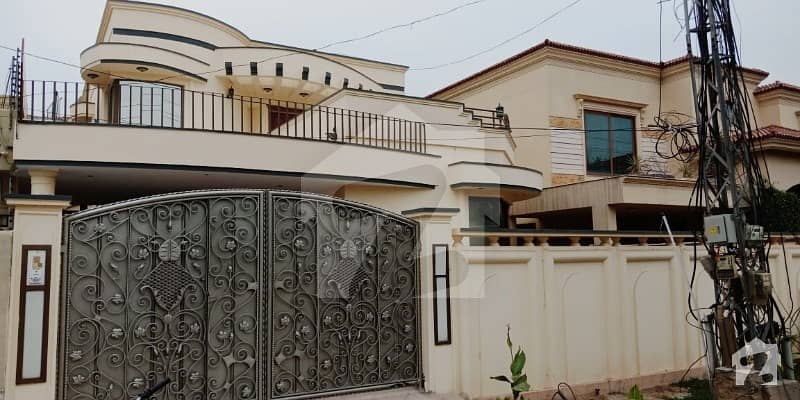 Triple Unit Bungalow Located On 40 Feet Road Near Packages Mall Available For Sale In DHA Phase 3 XX