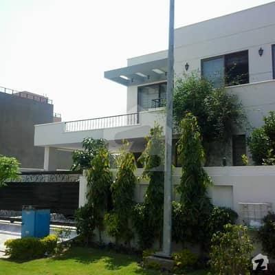 ڈی ایچ اے فیز 8 - بلاک سی ڈی ایچ اے فیز 8 ڈیفنس (ڈی ایچ اے) لاہور میں 4 کمروں کا 10 مرلہ مکان 1.6 لاکھ میں کرایہ پر دستیاب ہے۔