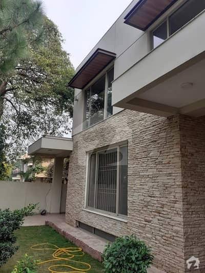 ایف ۔ 7 اسلام آباد میں 6 کمروں کا 1.3 کنال مکان 4.2 لاکھ میں کرایہ پر دستیاب ہے۔