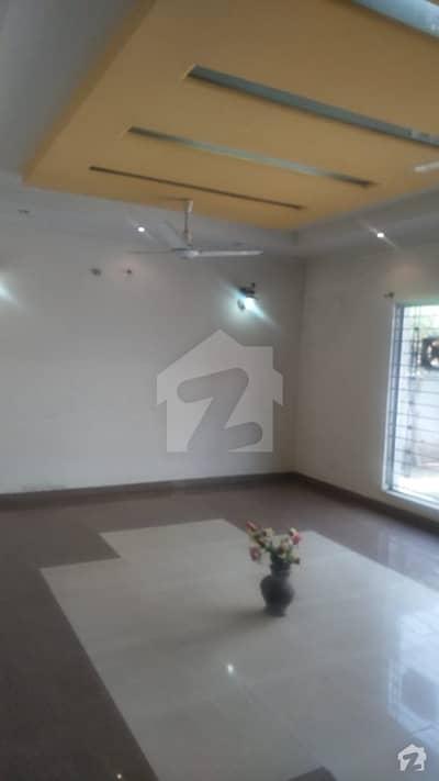 ڈی ایچ اے فیز 3 - بلاک زیڈ فیز 3 ڈیفنس (ڈی ایچ اے) لاہور میں 5 کمروں کا 1 کنال مکان 3.3 کروڑ میں برائے فروخت۔