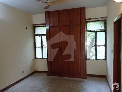 Askari 5 First Floor Flat Three Beds Urgent Available For Rent
