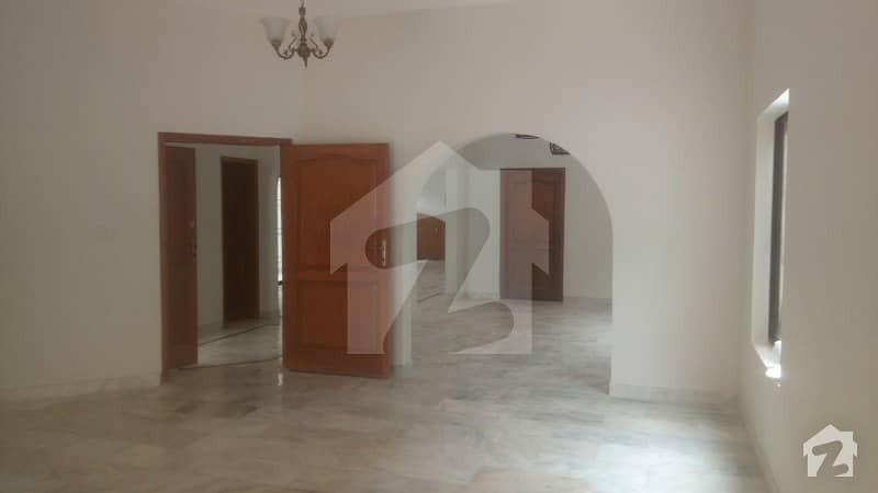 کلفٹن ۔ بلاک 2 کلفٹن کراچی میں 4 کمروں کا 1 کنال مکان 12 کروڑ میں برائے فروخت۔