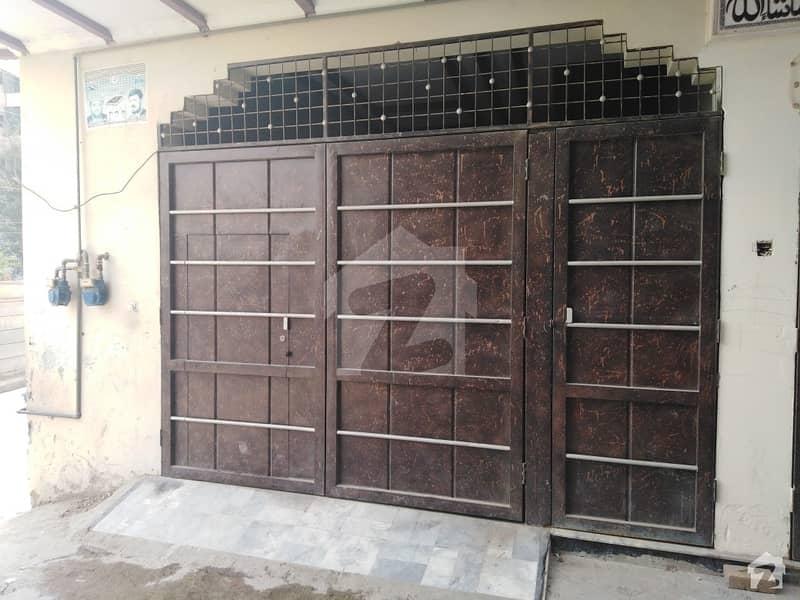 ورسک روڈ پشاور میں 4 کمروں کا 4 مرلہ مکان 25 ہزار میں کرایہ پر دستیاب ہے۔