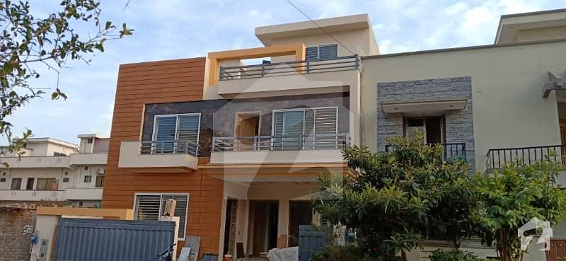 جی ۔ 13/4 جی ۔ 13 اسلام آباد میں 6 کمروں کا 11 مرلہ مکان 3.95 کروڑ میں برائے فروخت۔