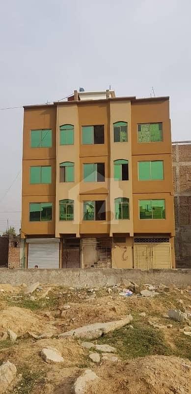 موٹروے چوک اسلام آباد میں 11533.01 کنال عمارت 2.3 کروڑ میں برائے فروخت۔