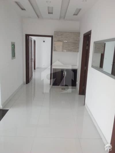 ڈی ایچ اے فیز 6 - بلاک سی فیز 6 ڈیفنس (ڈی ایچ اے) لاہور میں 4 کمروں کا 10 مرلہ مکان 1 لاکھ میں کرایہ پر دستیاب ہے۔