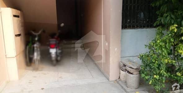 کینٹ پشاور میں 3 کمروں کا 8 مرلہ فلیٹ 2.3 کروڑ میں برائے فروخت۔