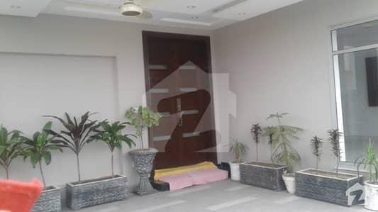 ڈی ایچ اے فیز 6 - بلاک ڈی فیز 6 ڈیفنس (ڈی ایچ اے) لاہور میں 4 کمروں کا 8 مرلہ مکان 1 لاکھ میں کرایہ پر دستیاب ہے۔